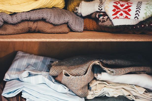 ¿Cómo elimino las manchas de moho en la ropa?