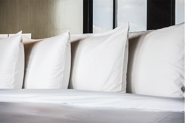 ¿Cómo lavar una almohada en la lavadora?