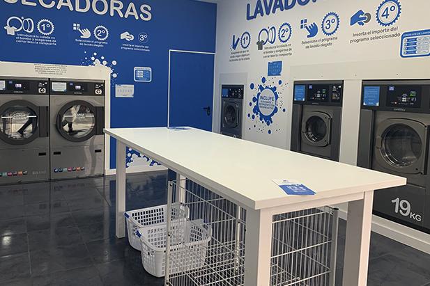 ¿Cómo funciona una lavandería autoservicio?