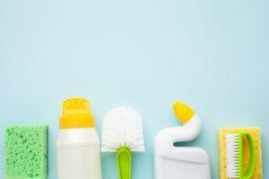 herramientas para limpiar el baño