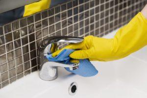 limpieza de lavabo