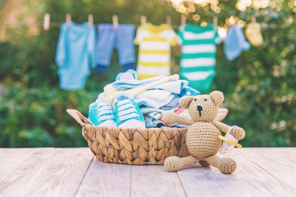Cesto de ropa de bebé