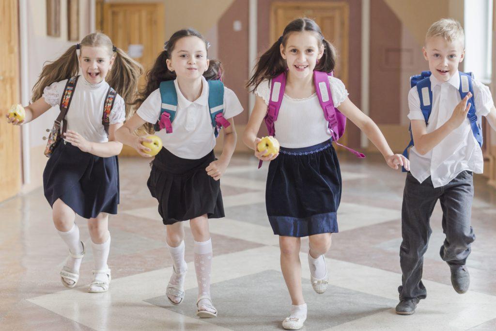 Planning para lavar uniformes escolares, colegio