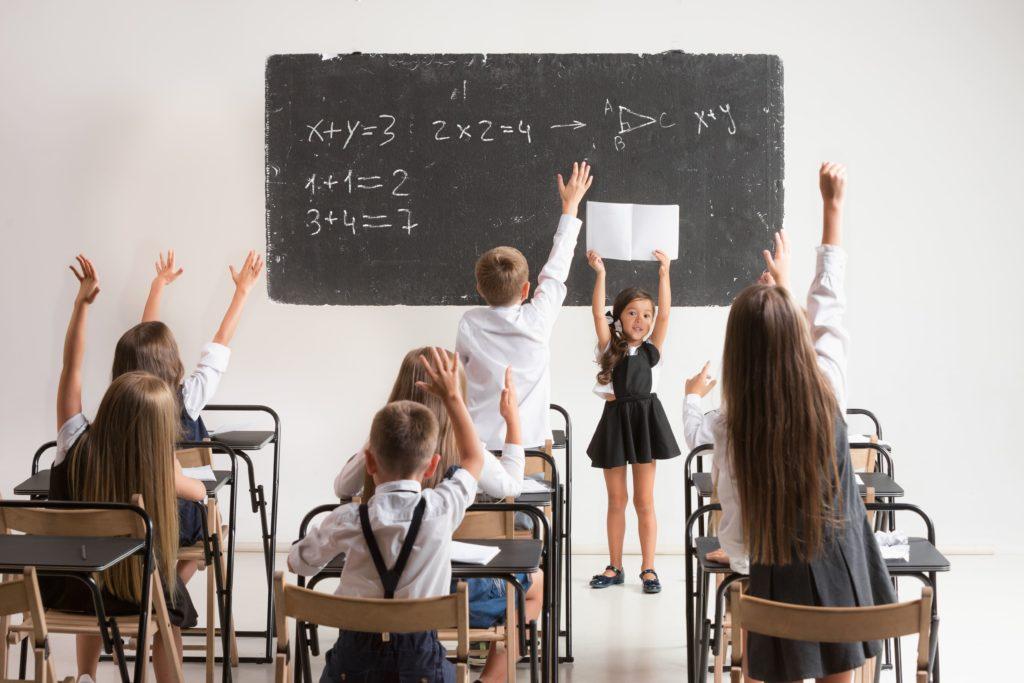 Planning para lavar uniformes escolares, educación primaria
