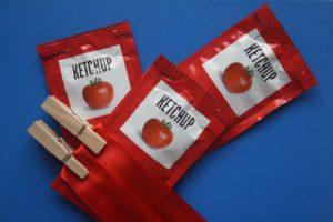 Cómo lavar manchas de kétchup, sobres de ketchup