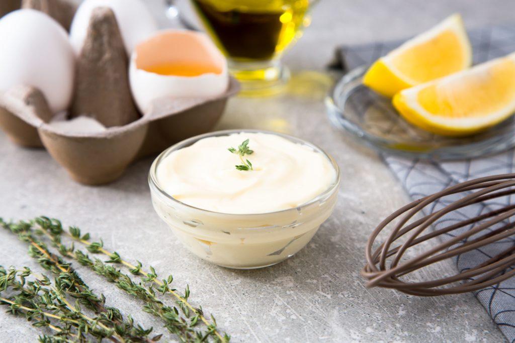 Cómo lavar manchas de kétchup, manchas de mayonesa